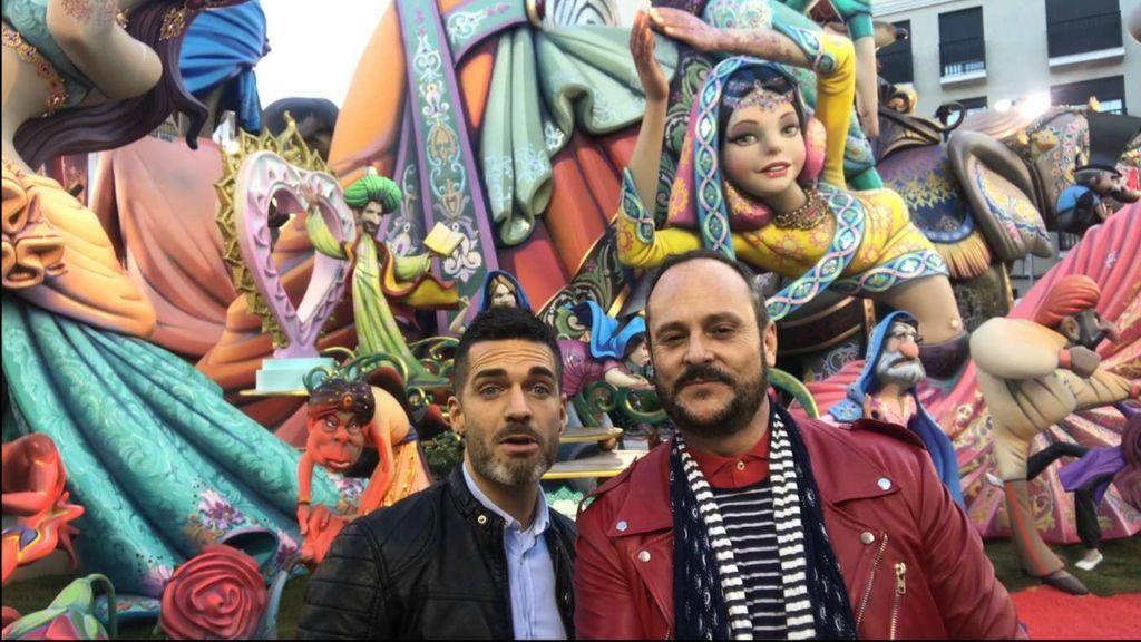 'Muchamiel' quema las Fallas: Nacho y Roger pasean su amor por Valencia
