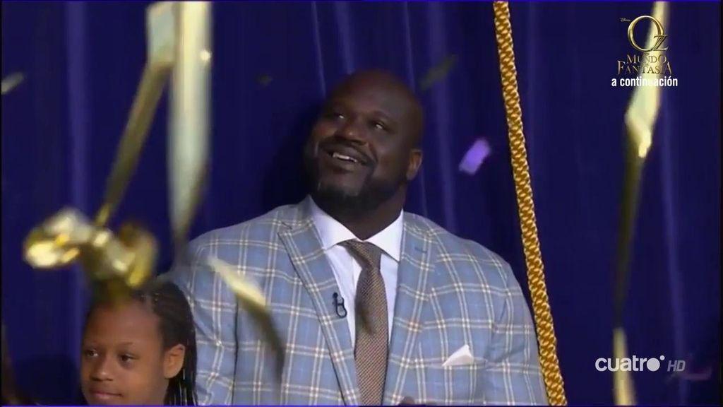 La cara de Shaquille O'neal al ver su estatua en el Staples Center