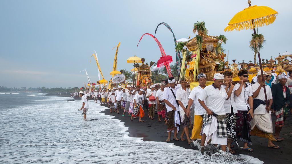 Procesión en Indonesia