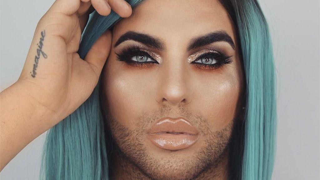 Maquillaje de hombres peluca azul