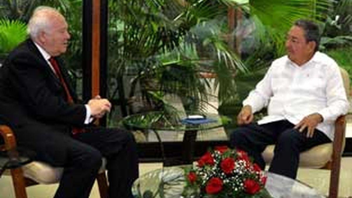 El ministro de Exteriores, Miguel Ángel Moratinos, asegura que los presos podrán venir a España. Vídeo: Informativos Telecinco.