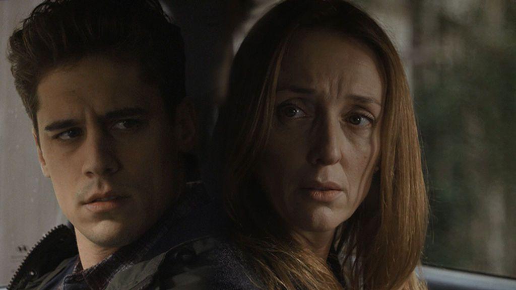 Silvia Castro sospecha que Marc podría haber apuñalado a Alicia