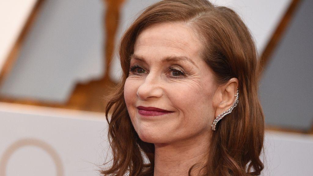 Si buscas transgresión, elige los ear-cuff  de Isabelle Huppert