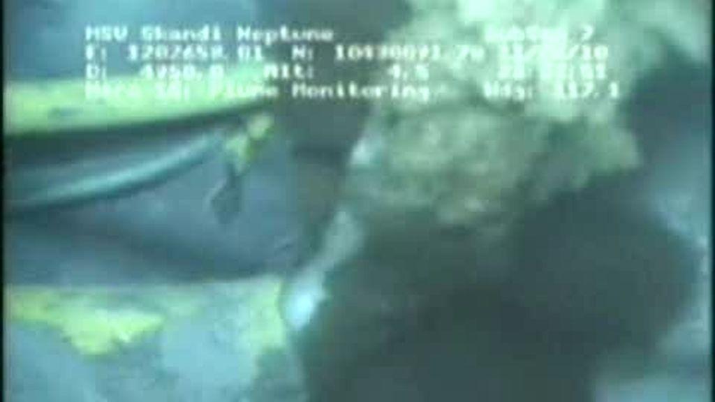Primeras imágenes de la tubería del vertido de BP