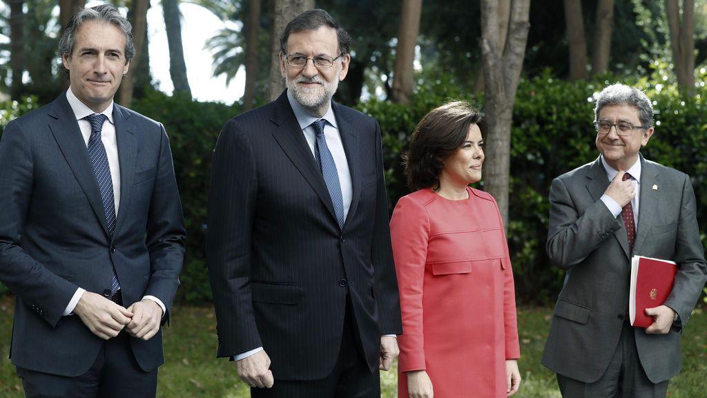 Mariano Rajoy, Soraya Sáenz de Santamaría, Íñigo de la Serna (i) y el delegado del Gobierno en Cataluña, Enric Millo (d)