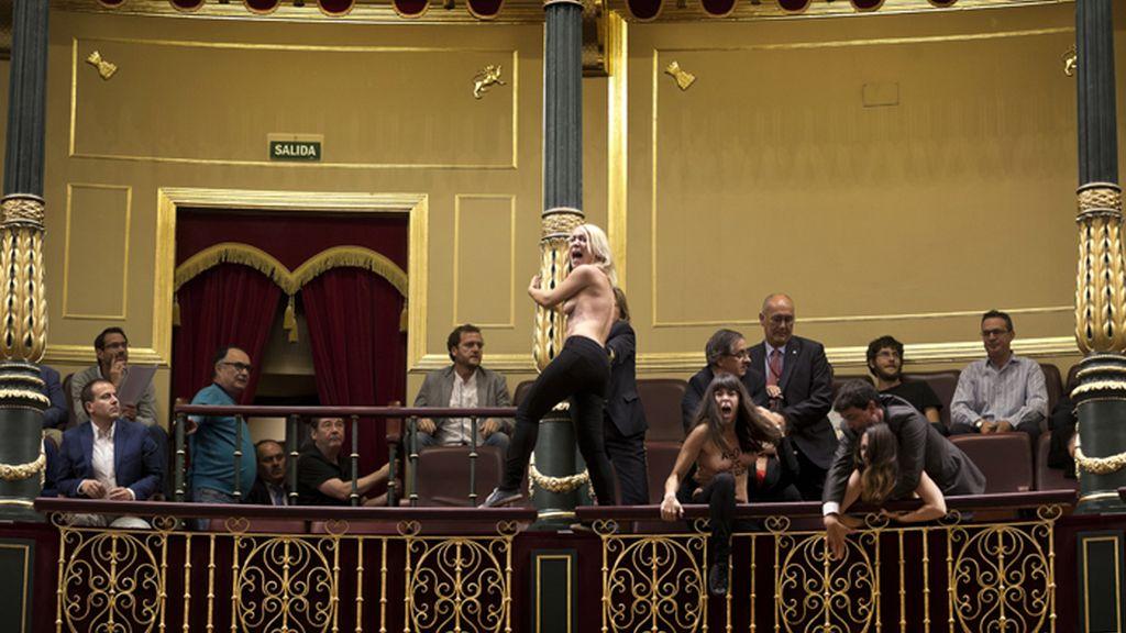 Las activistas de Femen interrumpen a Gallardón en defensa del aborto