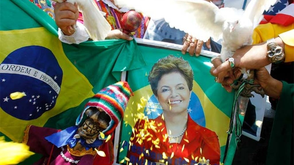Dilma toma posesión de su cargo