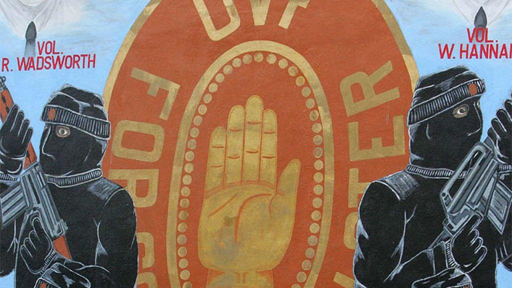 Muro con dibujos de La Fuerza de Voluntarios del Ulster