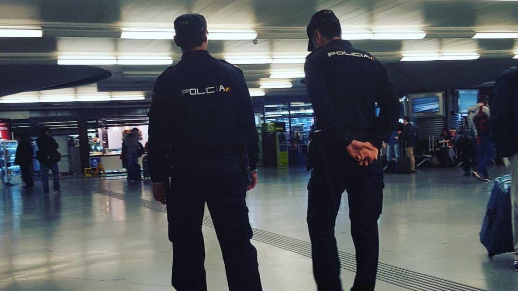 Detenido por masturbarse en la calle y eyacular en la mano de un policía