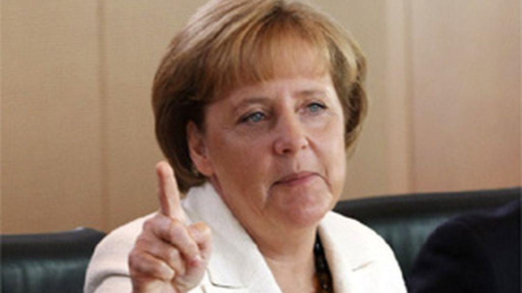 Merkel dice que la yuda a grecia se facilitará sólo si es totalmente necesario