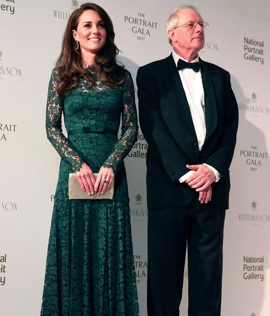 Portrait Gala 2017: verde, encaje y lazo, todos los detalles del 'look' de Kate Middleton