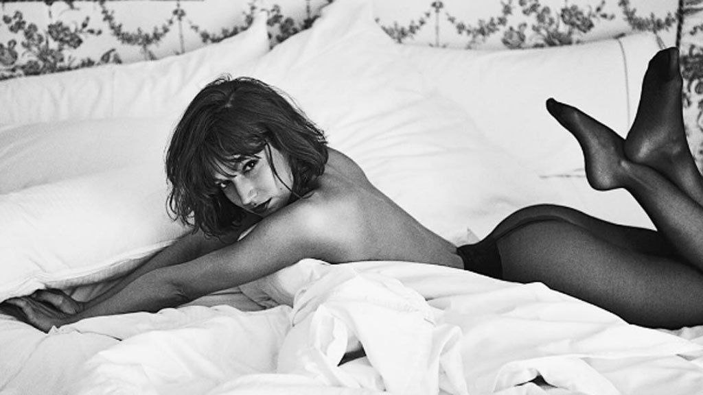 Los vips te enseñan como posar desnudos entre sabanas y que tu foto sea un éxito: