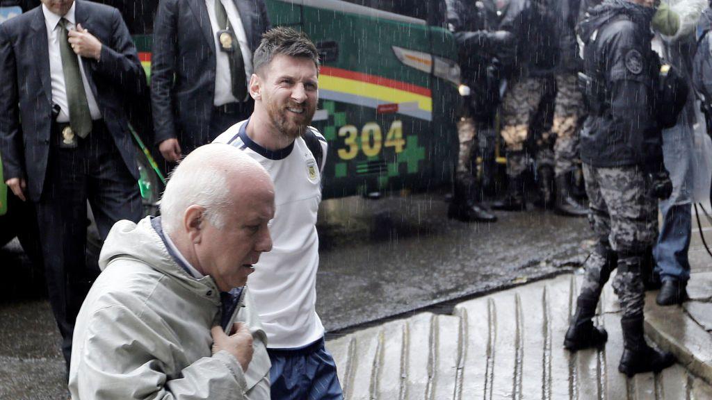Argentina se asfixia en Bolivia sin Messi (2-0)