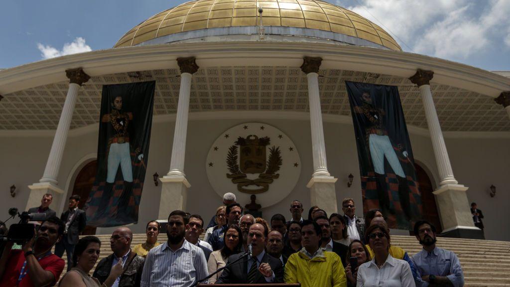 """El Parlamento acusa a Maduro de dar un """"golpe de Estado"""""""