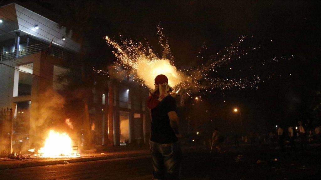 Protestas frente al Congreso de Paraguay