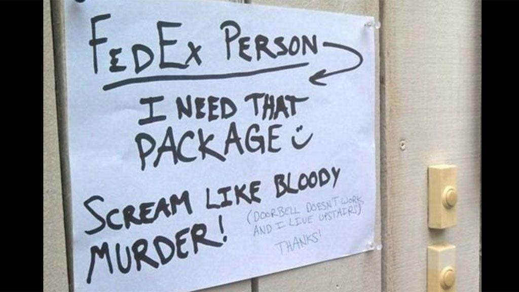 Diez mensajes para el repartidor con los que te partirás de risa