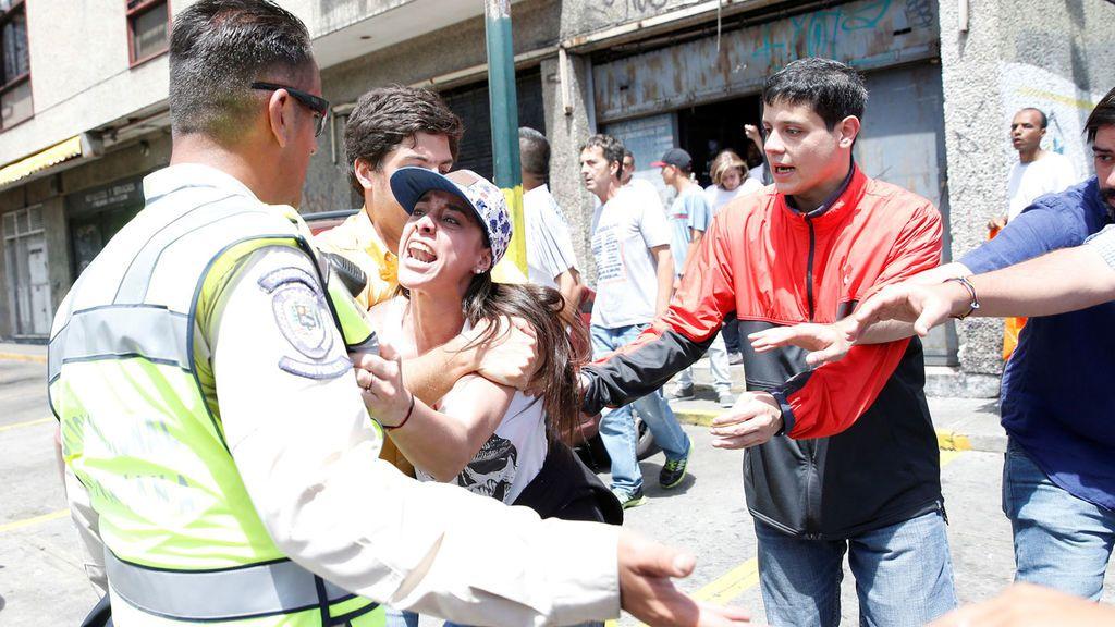 7012d237229c https://www.cuatro.com/noticias/Incendian-Congreso-Paraguay ...