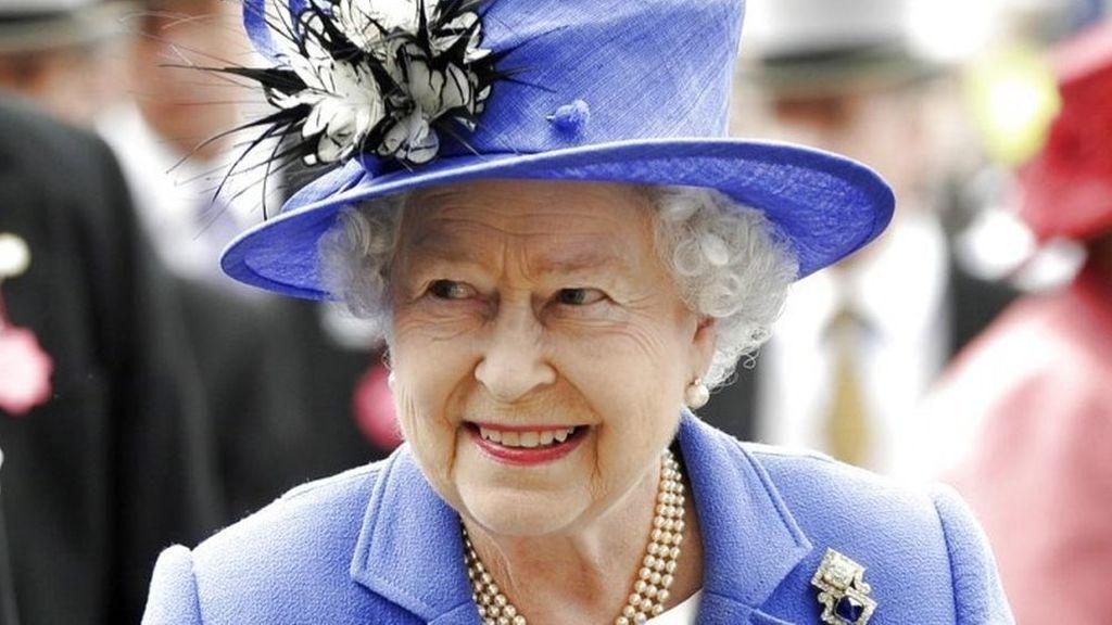 Oferta de trabajo: 27.000 euros al año por diseñar cojines para la reina de Inglaterra