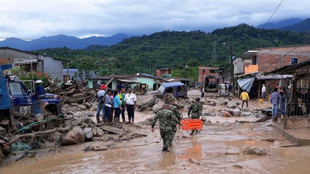 El río se desbordó debido a un fuerte aguacero de varias horas que cayó en esa zona del país