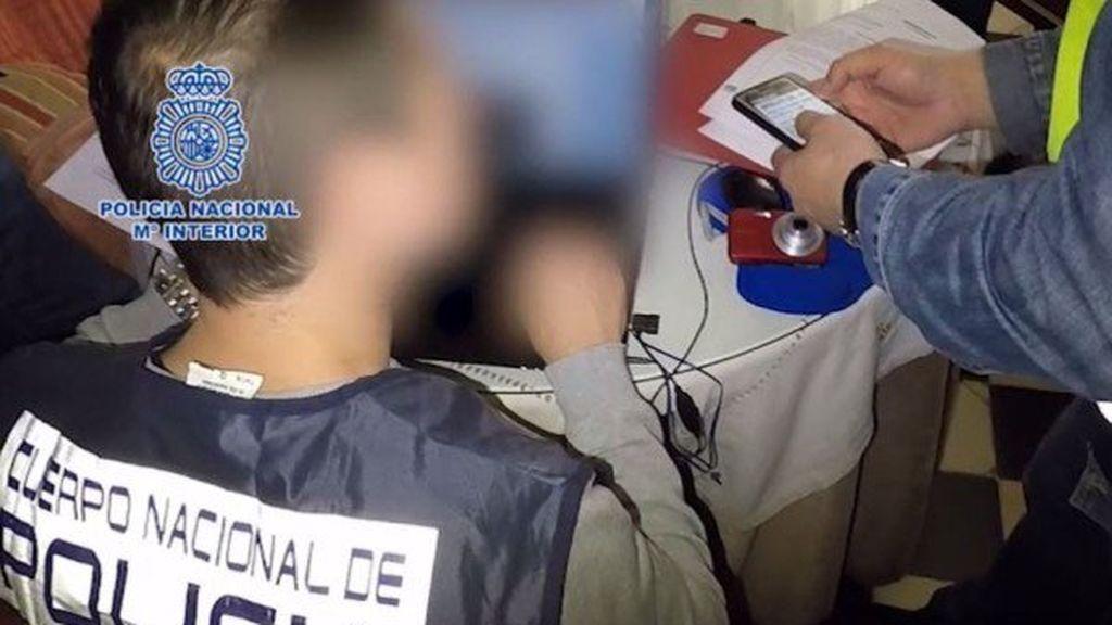 Detenido un monitor de baloncesto de 25 años con material pedófilo en su equipo informático