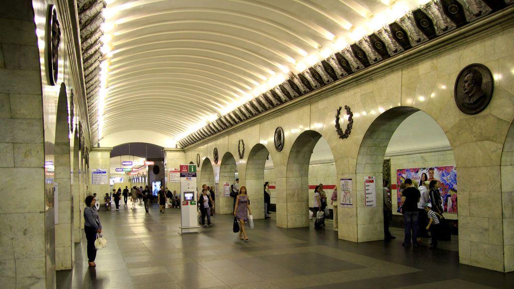 Cierran la red de metro de San Petersburgo y refuerzan la seguridad del suburbano de Moscú