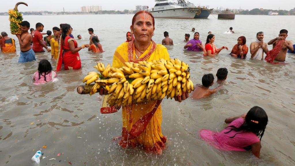 Ofrendas al dios del sol en India