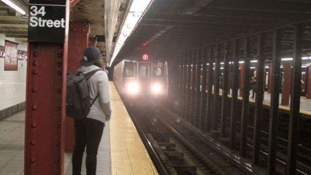 Muere una niña de 13 años atropellada por un tren cuando trataba de recuperar su móvil