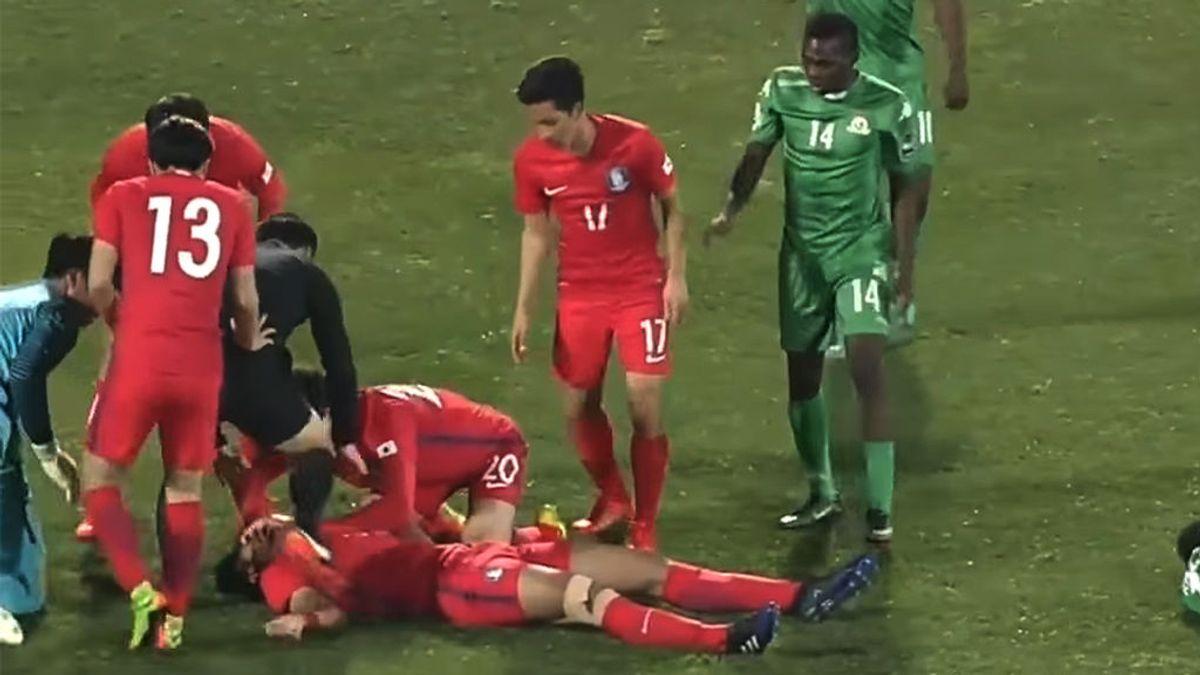 ¡Pelos de punta! Lee Sang-Min se parte el cuello en un salto al balón y su compañero le salva la vida