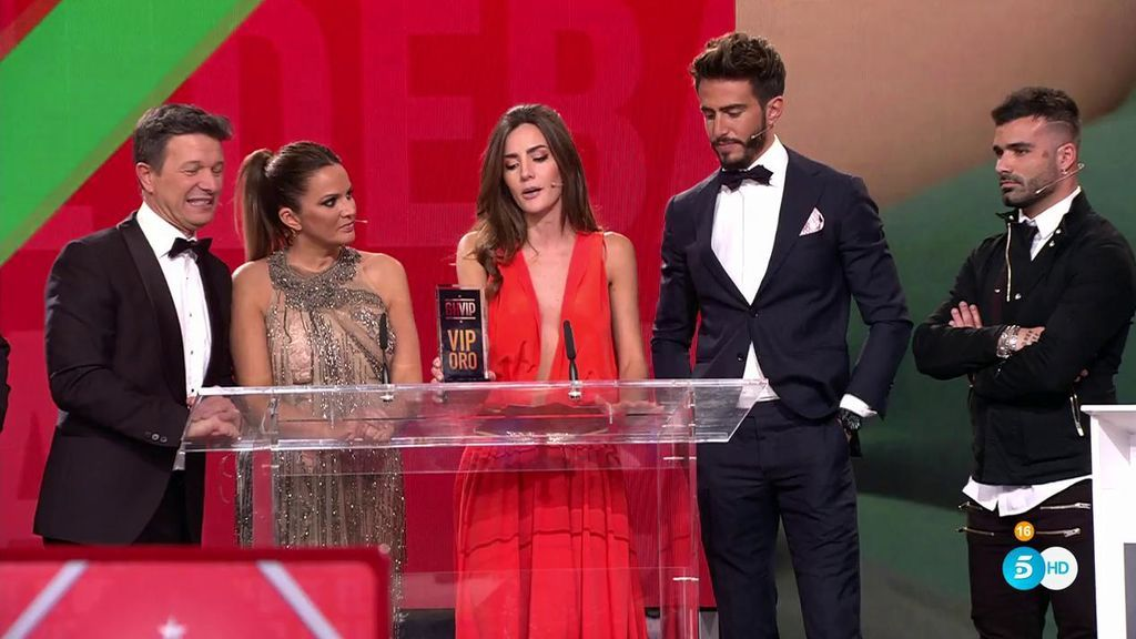 Aylén dedica el premio del 'trío amoroso' a Alyson por haberla engañado