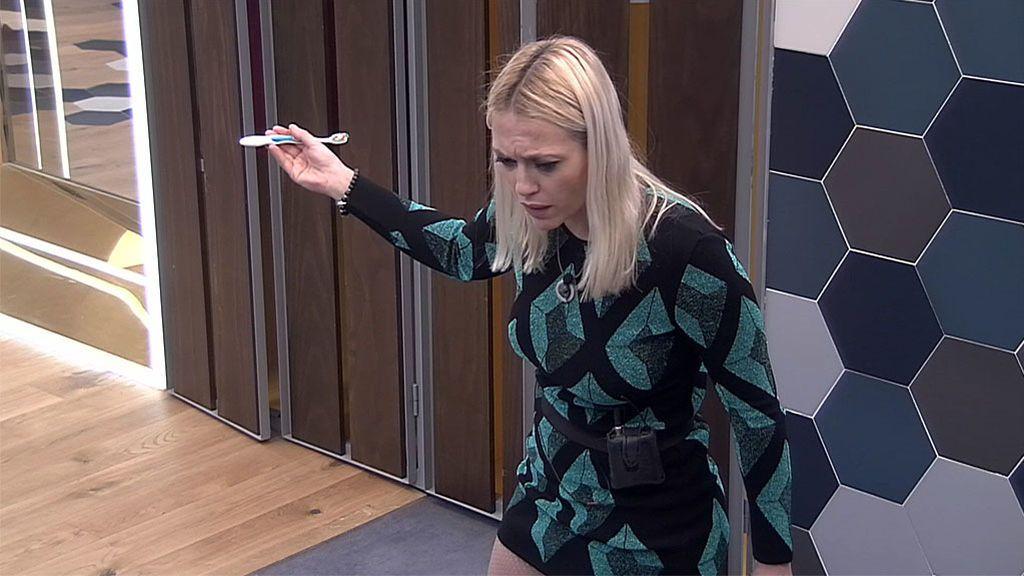Daniela discute con Elettra por desvelar en directo el nombre de su persona especial