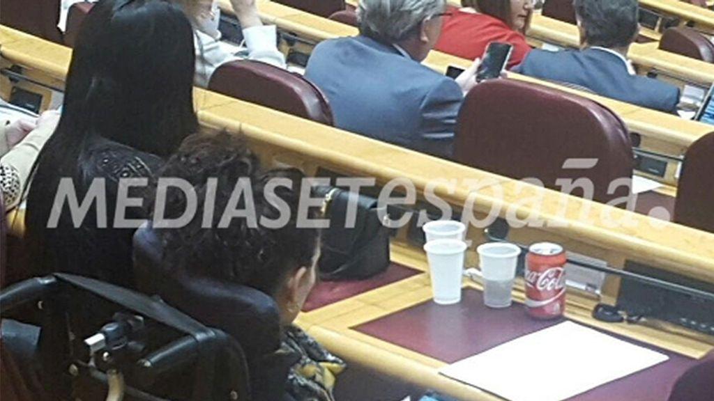 ¿Por qué es noticia que Ramón Espinar beba Coca Cola en el Senado?