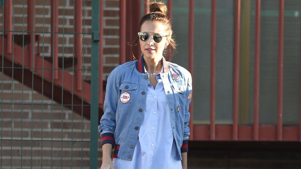 Paula Echevarría lleva al colegio a Daniella y hasta sonríe a la prensa el día después de la ruptura con Bustamante