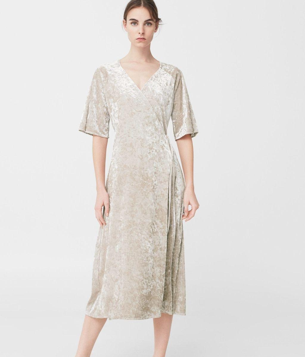 Vestido minimal en terciopelo de Mango