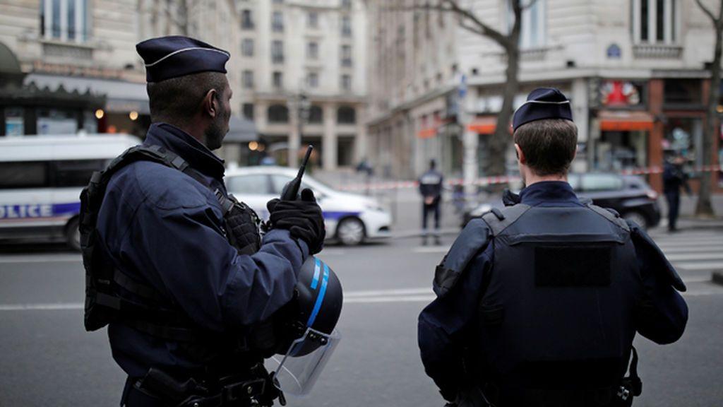 Muere apuñalada una turista estadounidense a las afueras de París