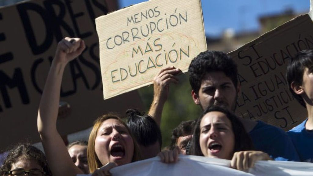 El paro y la corrupción, lo que más preocupa a los españoles, según el CIS