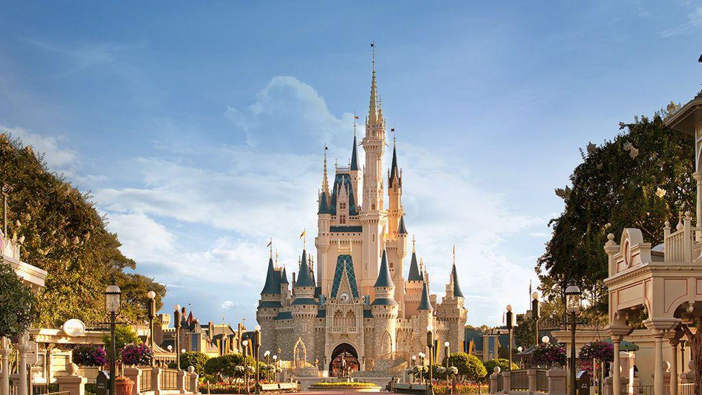 Multado un padre que se llevó a su hija a Disney World sin permiso del colegio