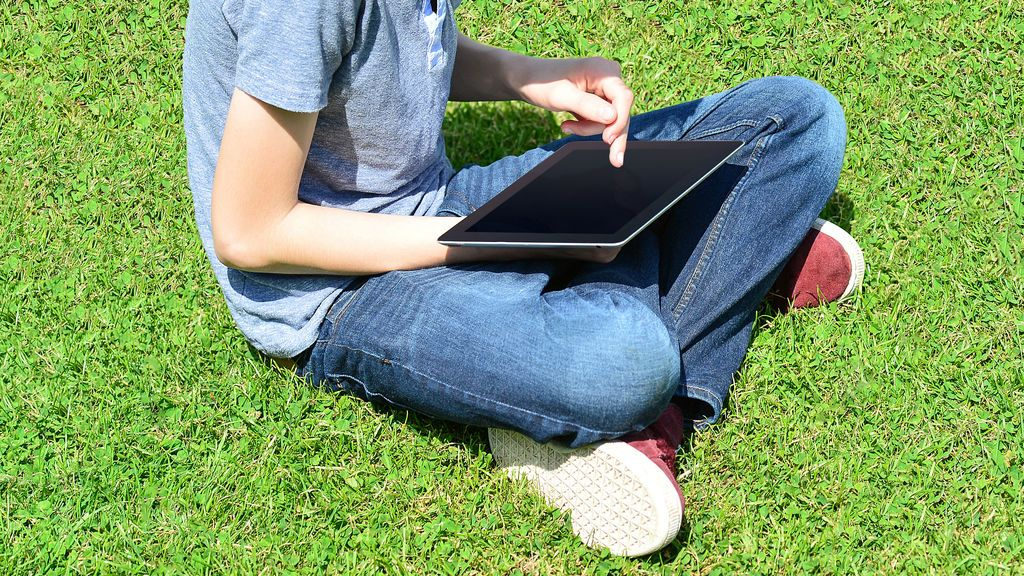 Un adolescente aparece muerto después de que sus padres les confiscaran la tableta