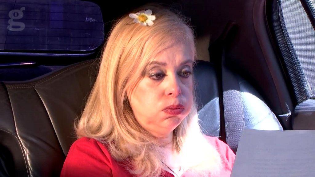 Emma en la limusina