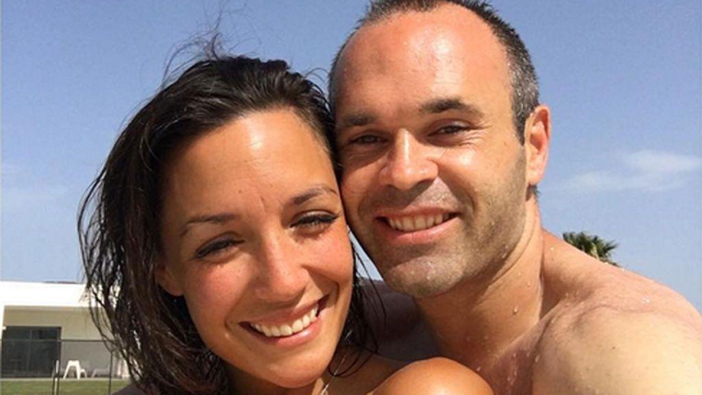 Andrés Iniesta y Anna Ortiz