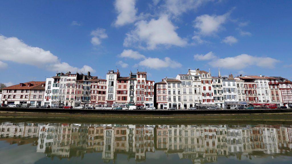 Las casas vascas del río Nive en Francia