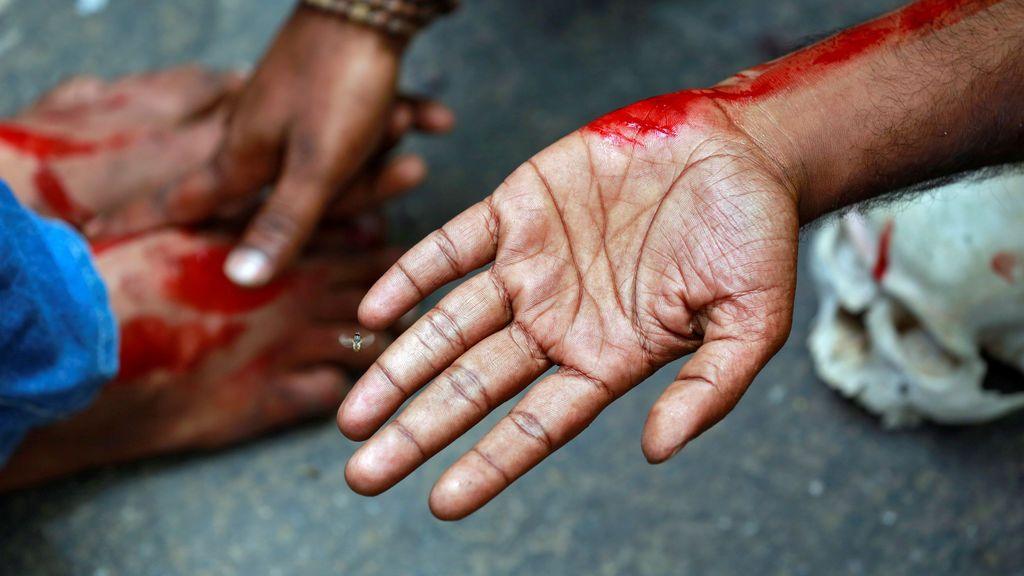 Manifestación de un agricultor en el estado sureño de Tamil Nadu