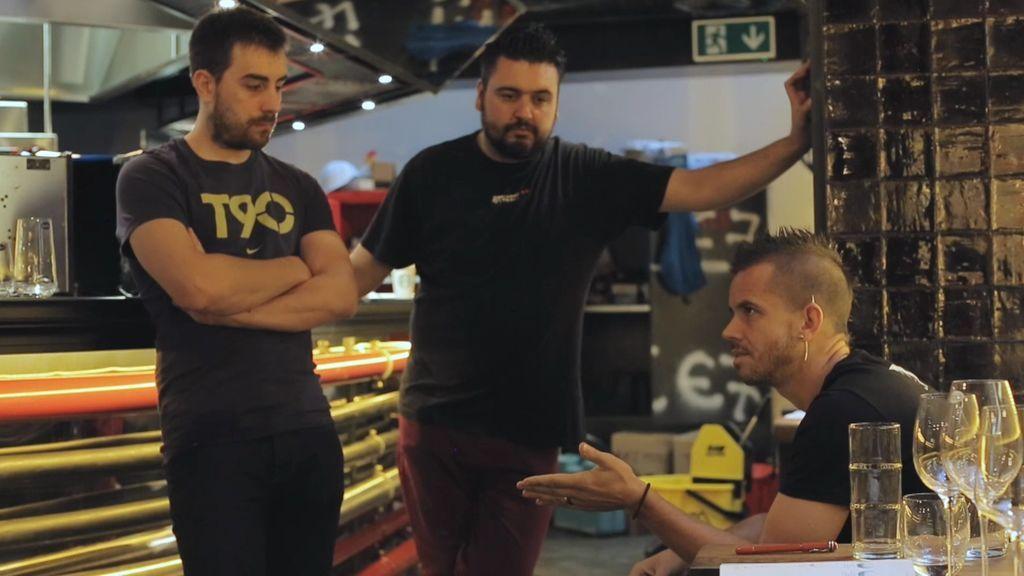 """¡Dabiz Muñoz pierde los nervios!: """"Me hacéis colapsar, ¿qué creéis que estamos abriendo?"""""""