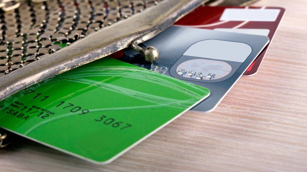 Ocho detenidos por comprar en internet con tarjetas fraudulentas y suplantar identidades