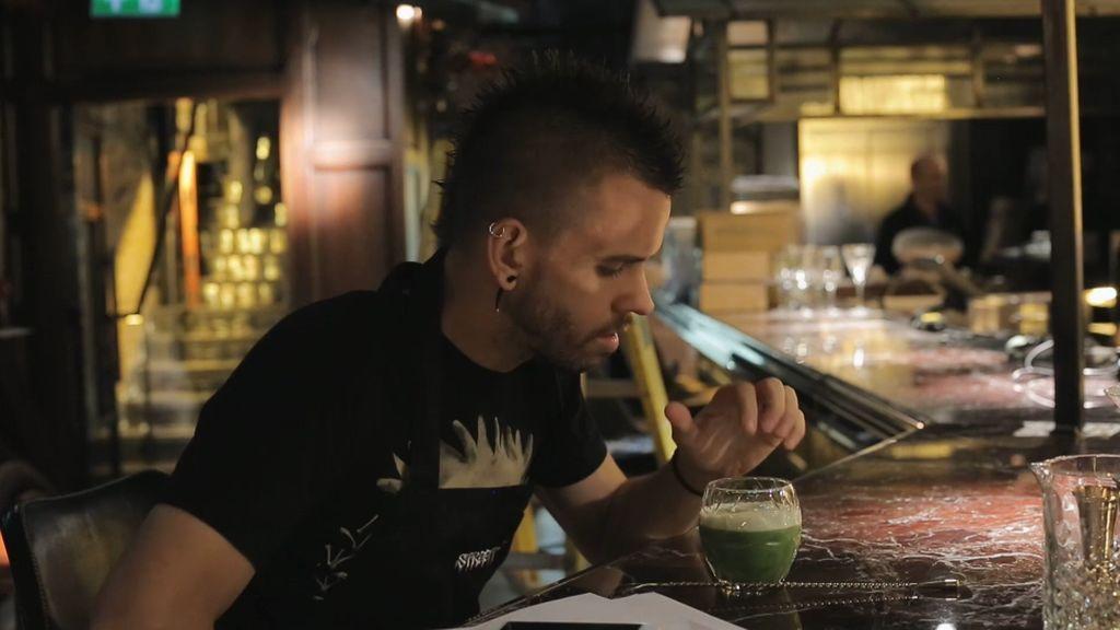 ¡Dabiz Muñoz prueba los cócteles que se van a incluir en la carta de 'StreetXo London'!