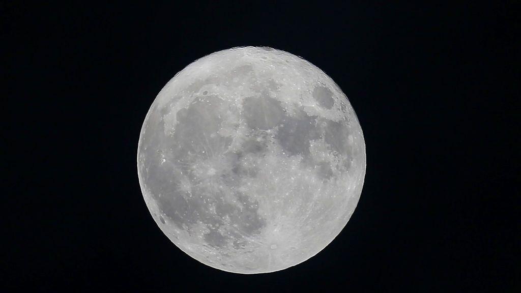 La 'Luna rosada' iluminará el cielo mañana pero... ¿por qué se llama así?