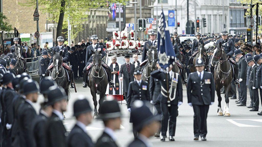 Miles de policías rinden homenaje al agente asesinado en el atentado de Londres