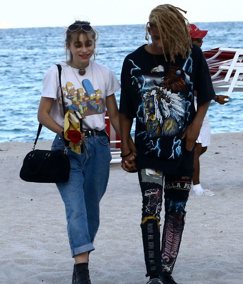 Pillada en la playa: Jaden Smith disfruta de las tumbonas en compañía