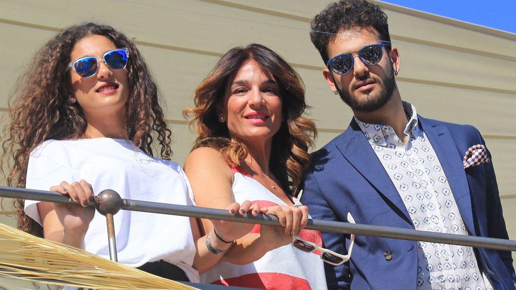 Raquel Bollo y sus hijos, Alma y Manuel