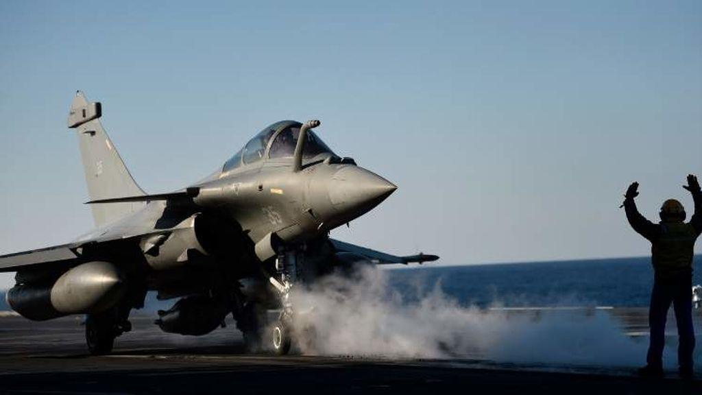 Aviones sirios lanzan barriles bomba en zonas rebeldes pese a advertencia de EEUU