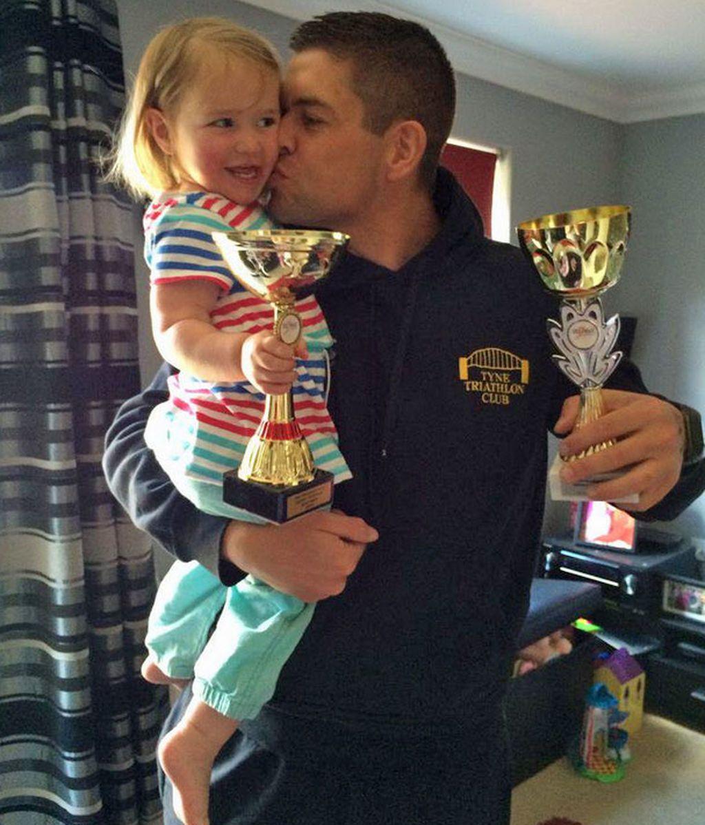 Luchó contra la obesidad para jugar con sus hijas… ¡y ahora es campeón de triatlón!